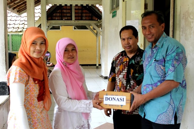 DONATION TO FLOOD VICTIMS IN GARUT